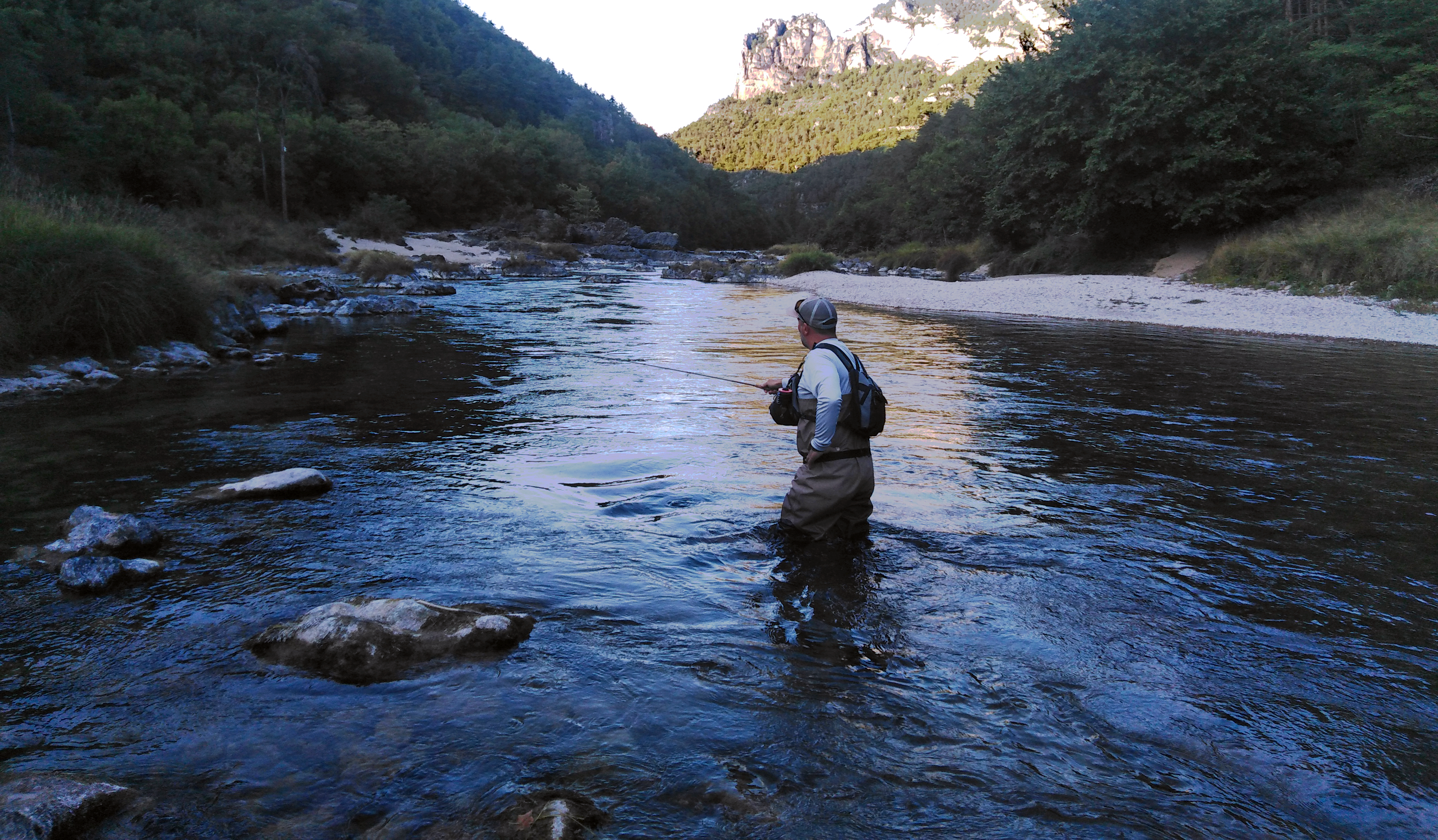 Truite tarn, guide de pêche à la mouche Aveyron, pêche à la mouche, tenkara, nymphe,
